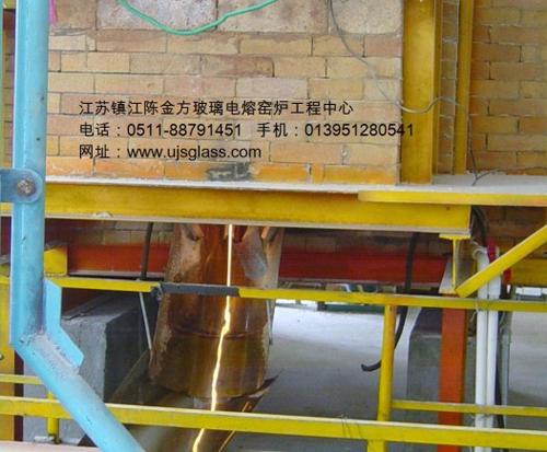 瓷釉电熔炉在滴料