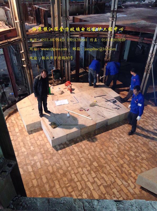 日产50吨的竞博电竞官网电熔窑炉正在施工中